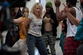 好萊塢氣質女星娜歐蜜華茲【青春倒退嚕】為回春搞笑跳街舞 班史提勒不識班艾佛列克 拒拍《心靈捕手》成人生憾事