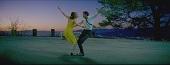 雷恩葛斯林為新作深情獻唱 攜艾瑪史東星空漫舞 威尼斯影展開幕片【樂來越愛你】前導預告浪漫醉心