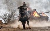雷神騎馬舉長槍 怒闖阿富汗力抗恐怖分子 《12猛漢》2018年1月19日台美同步上映 揭最機密反恐內幕