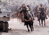《12猛漢》揭密美國與中東複雜關係 「雷神」克里斯漢斯沃為戲特訓  「馬」上成雄兵