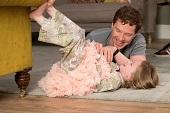 卸下天才光環 班尼狄克康柏拜區新作《記憶中的擁抱》改當暖爸秀父愛