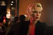 被薦為新一代007人選 莎莉賽隆笑稱「我太老了」 《老闆好壞》飾職場女魔頭 賤話盡出卻最怕唱歌