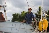 「芬尼克」山姆克萊弗林與女星海上談情 坦言差點心動 《我願意》展動人真愛 勇闖太平洋史上最大颶風