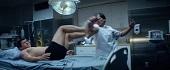 伊科烏艾斯 《拳力逃脫》三分鐘武打不間斷震驚好萊塢  近乎裸體打鬥  雙手上銬照樣讓人致命