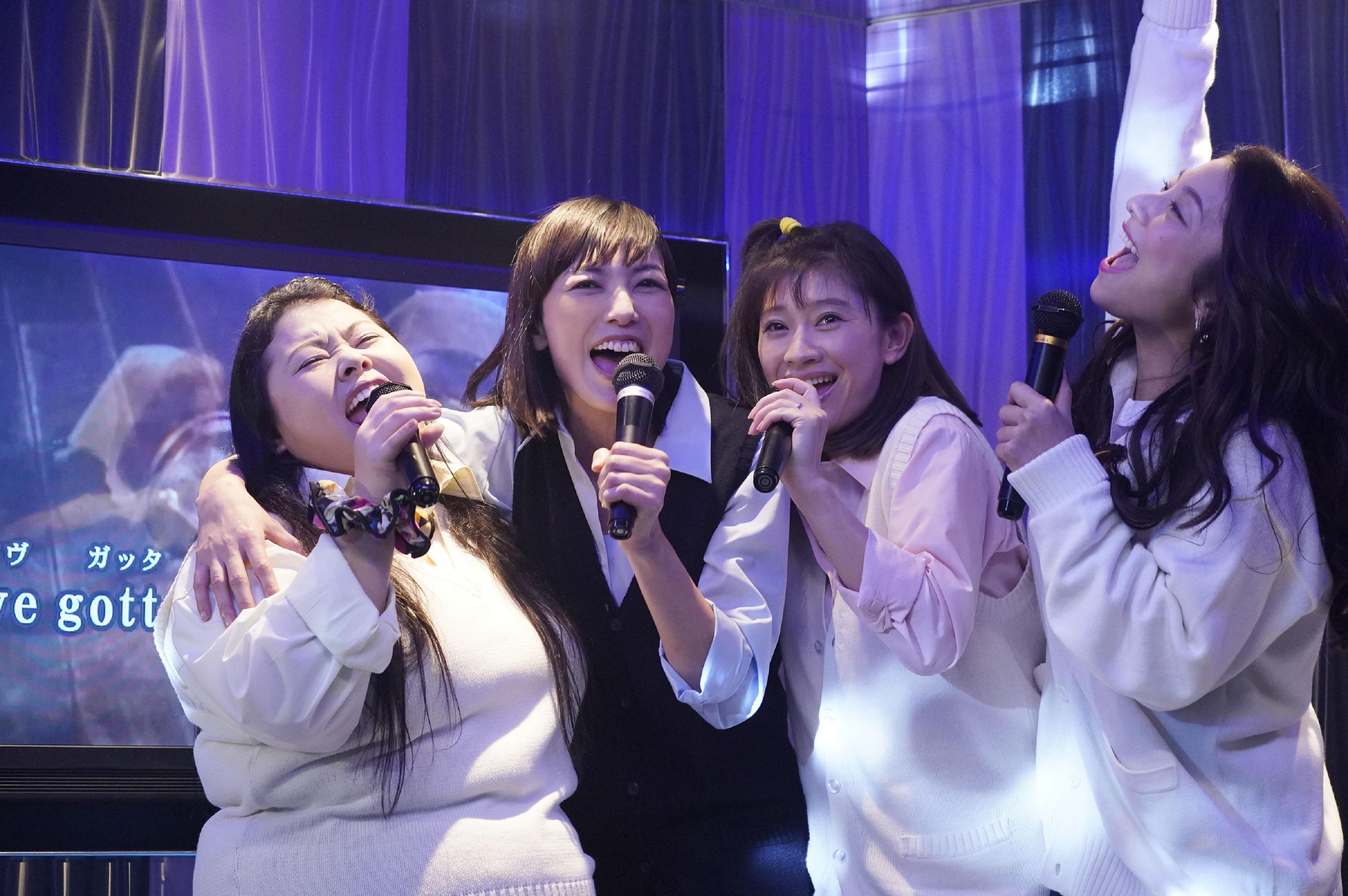 篠原涼子 偷穿女兒校服 為《Sunny 我們的青春》開嗓獻唱  天后安室奈美惠 另類現身大銀幕 意義非凡逼哭觀眾
