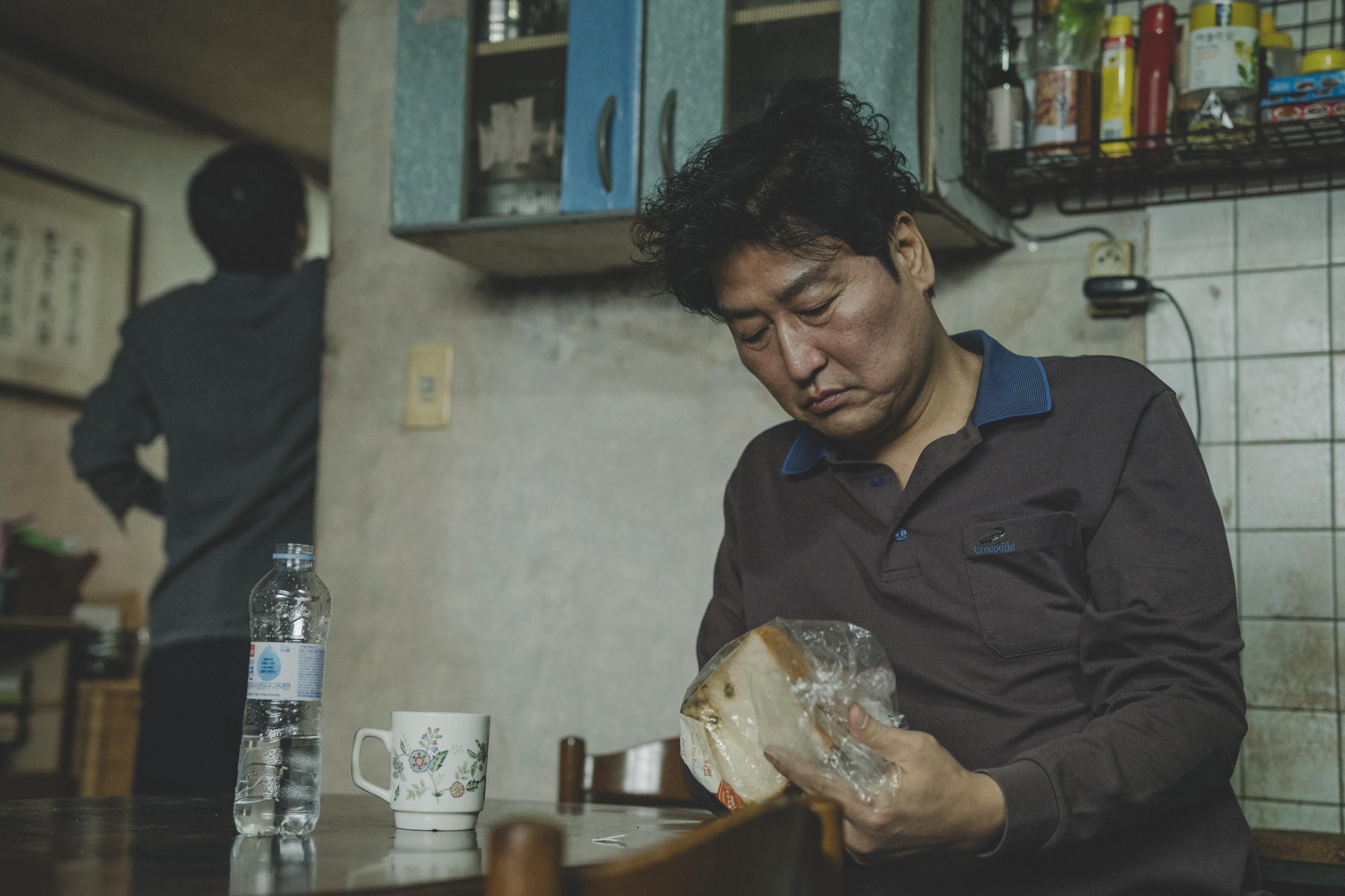 《寄生上流》名導、群星好評大推「今年最厲害必看電影!」  導演奉俊昊片中藏台灣味背後有巧思