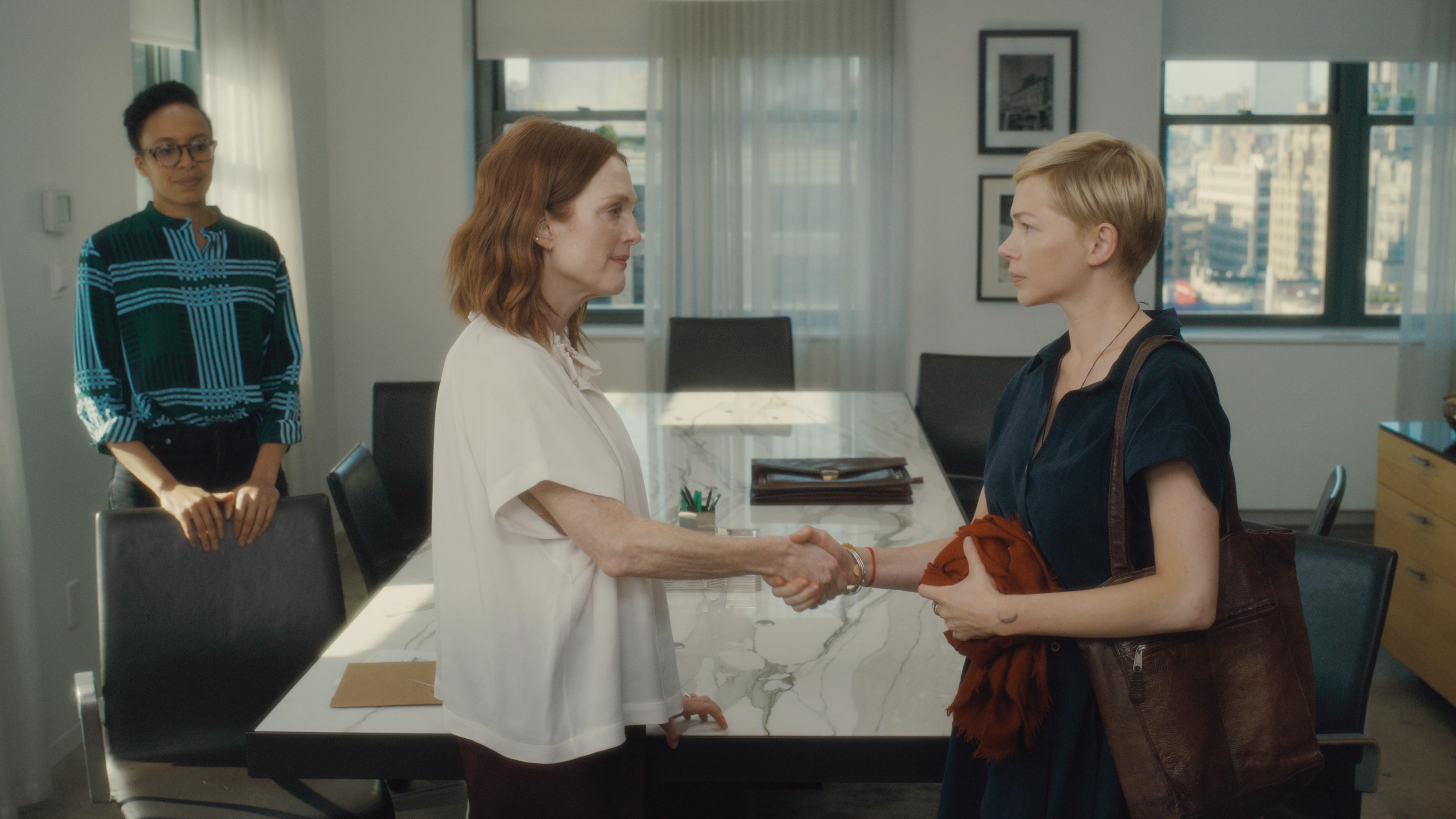 茱莉安摩爾力邀蜜雪兒威廉絲 雙影后同台飆戲  自製自演動人新作《你願意嫁給我老公嗎?》8月30日上映