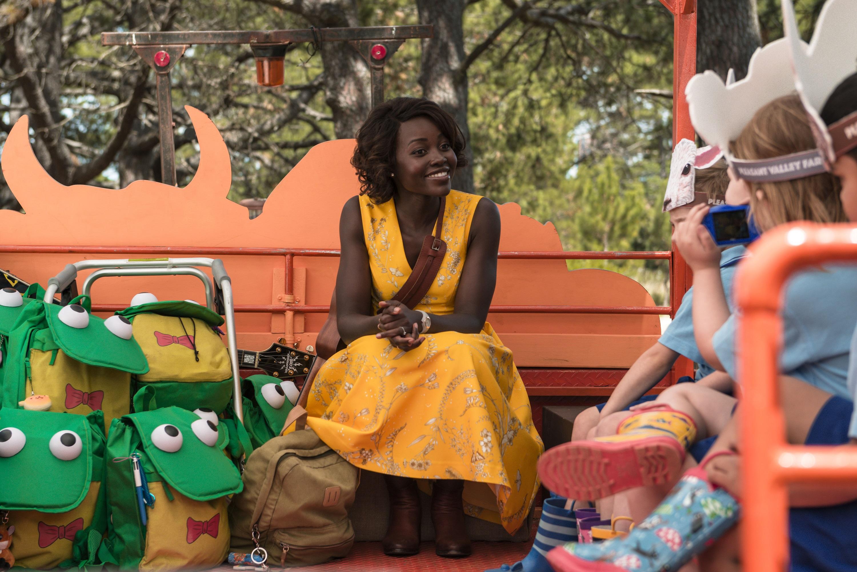 奧斯卡女星露琵塔尼詠歐 化身幼稚園老師狂打殭屍  《校外打怪教學》9月27日全台爆笑上映