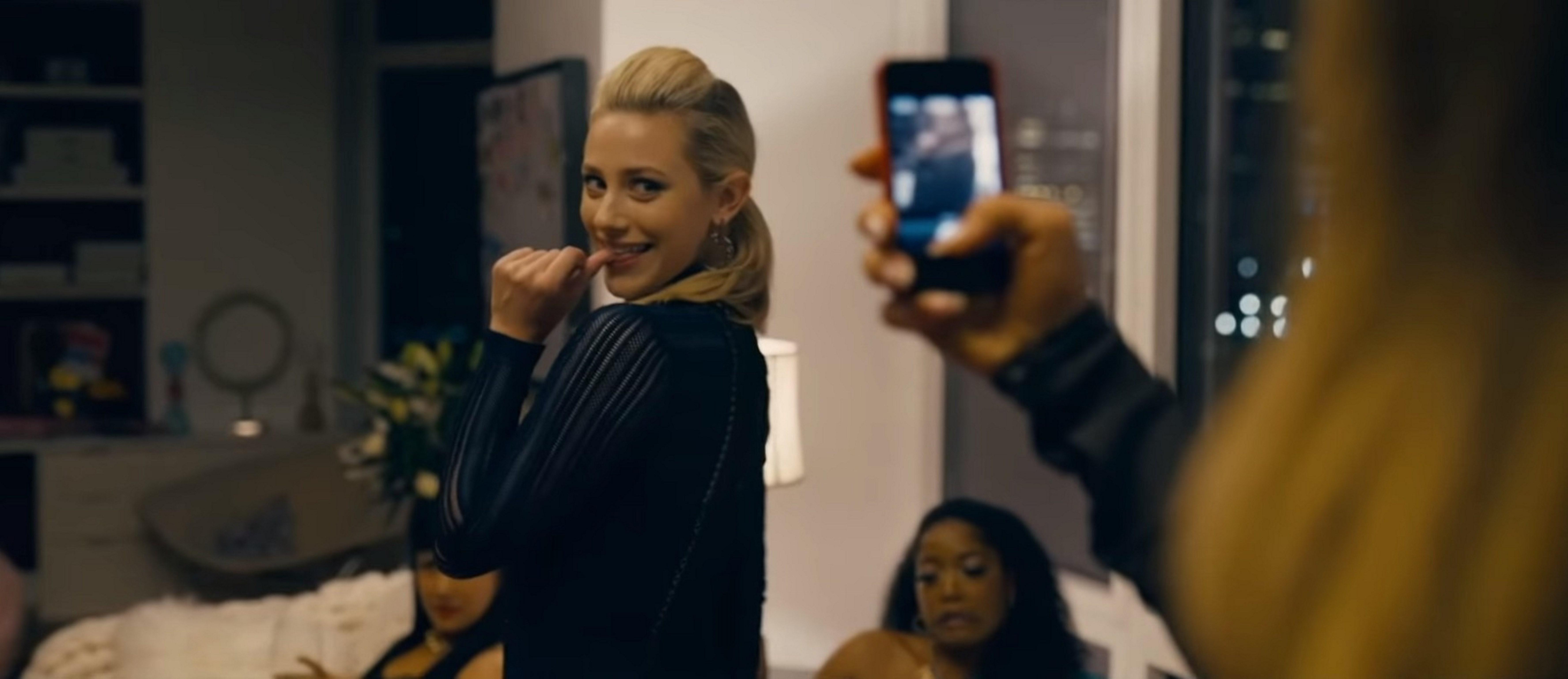 《河谷鎮》莉莉萊茵哈特 在《舞孃騙很大》大秀火辣身材  J-Lo親自傳授勾引男人秘招
