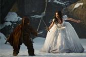 莉莉柯林斯演出史上最強白雪公主  危險動作不假替身自己來