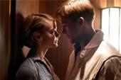 雷恩葛斯林享艷福【落日車神】激吻凱莉穆莉根 坎城大導尼可拉溫丁黑芬坦言受《格林童話》影響創造出電影中的「黑暗童話」